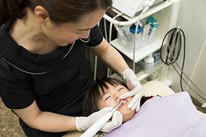 幼児の歯のクリーニング