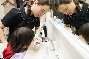 幼児の歯磨き練習指導